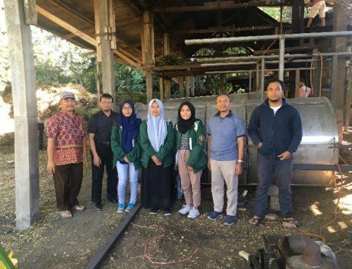 Profesor Atsiri Melakukan Pengabdian Kepada Petani Penyuling Jeruk Purut di Kabupaten Tulungagung